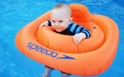 Primer baño con tu bebe en la piscina
